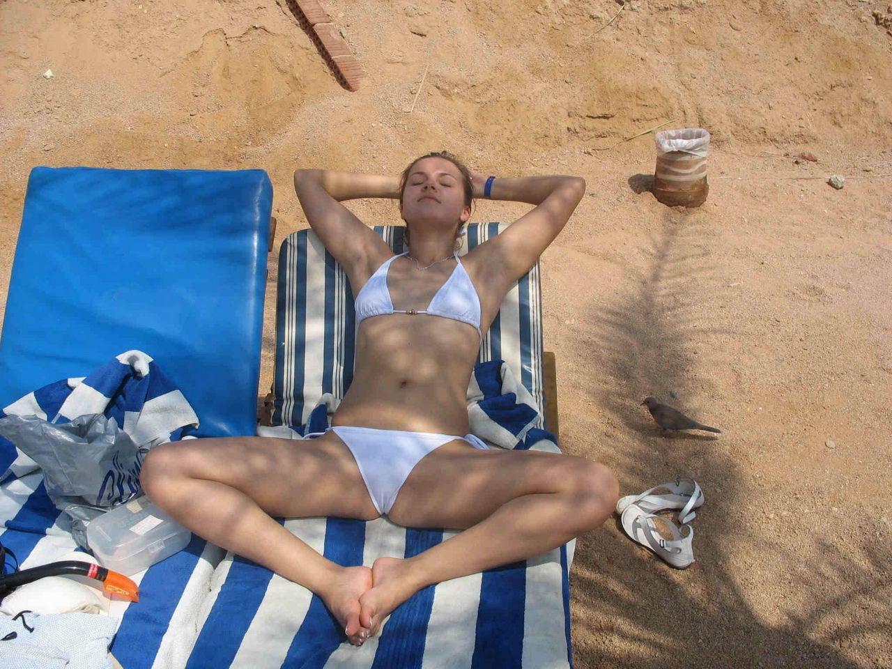 Немного солнца и бикини - 34 (50 фото)