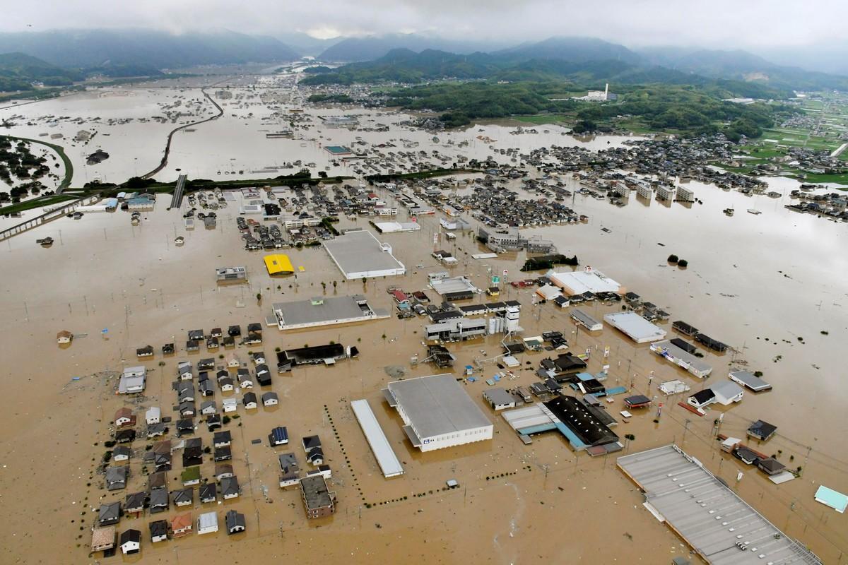 Наводнения в Японии (25 фото)