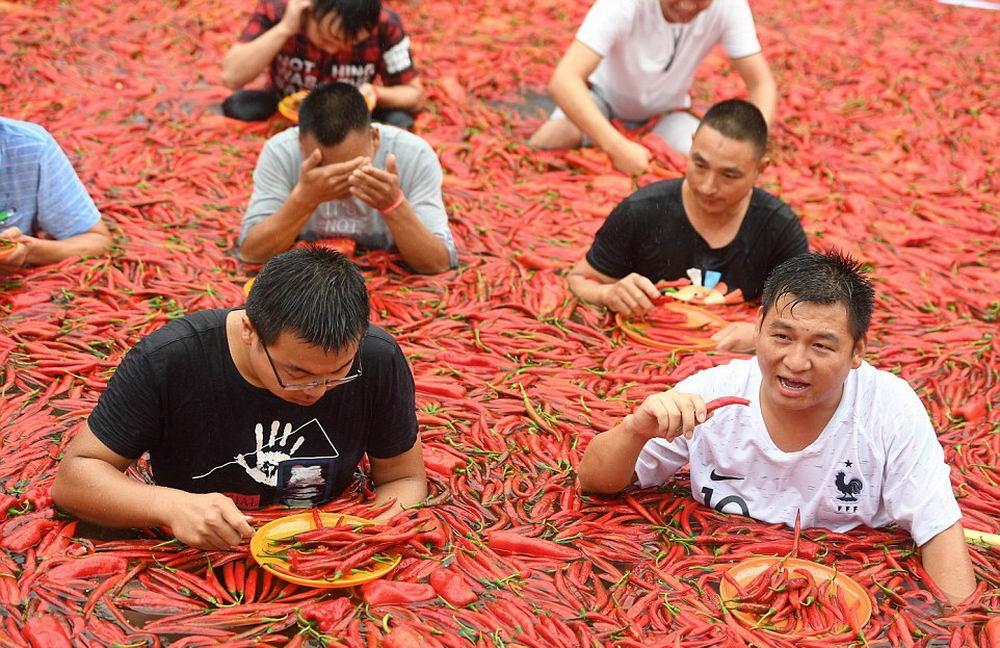 Кто больше сьест перца чили (16 фото)
