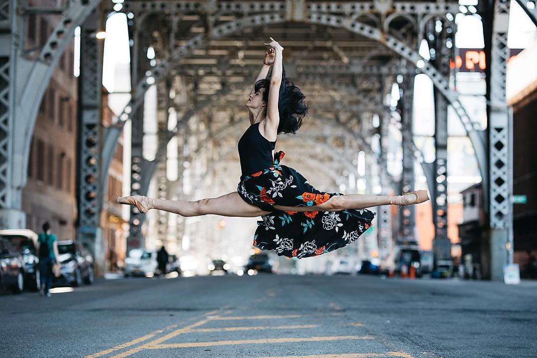 Городские портреты балерин от Melika Dez (30 фото)