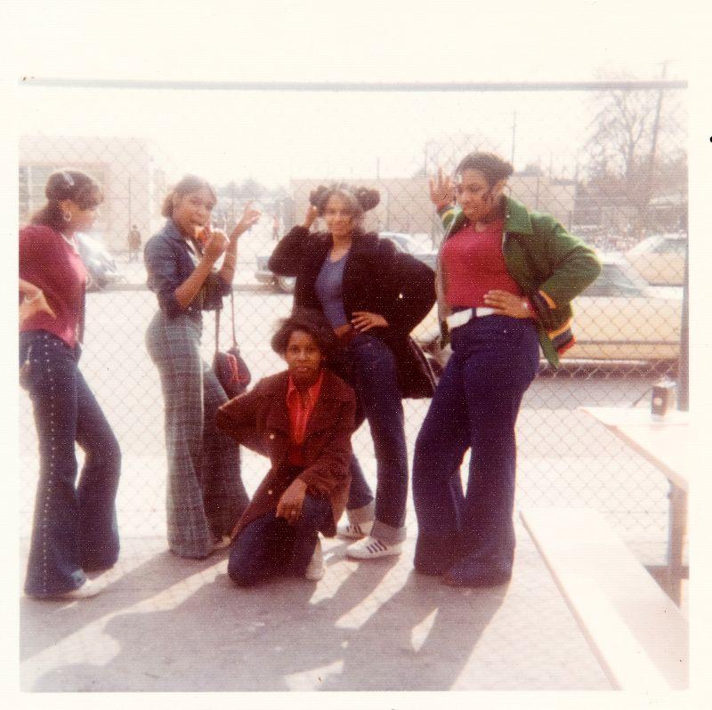 Брюки-колокола - нелепая тенденция моды 1970-х годов (30 фото)