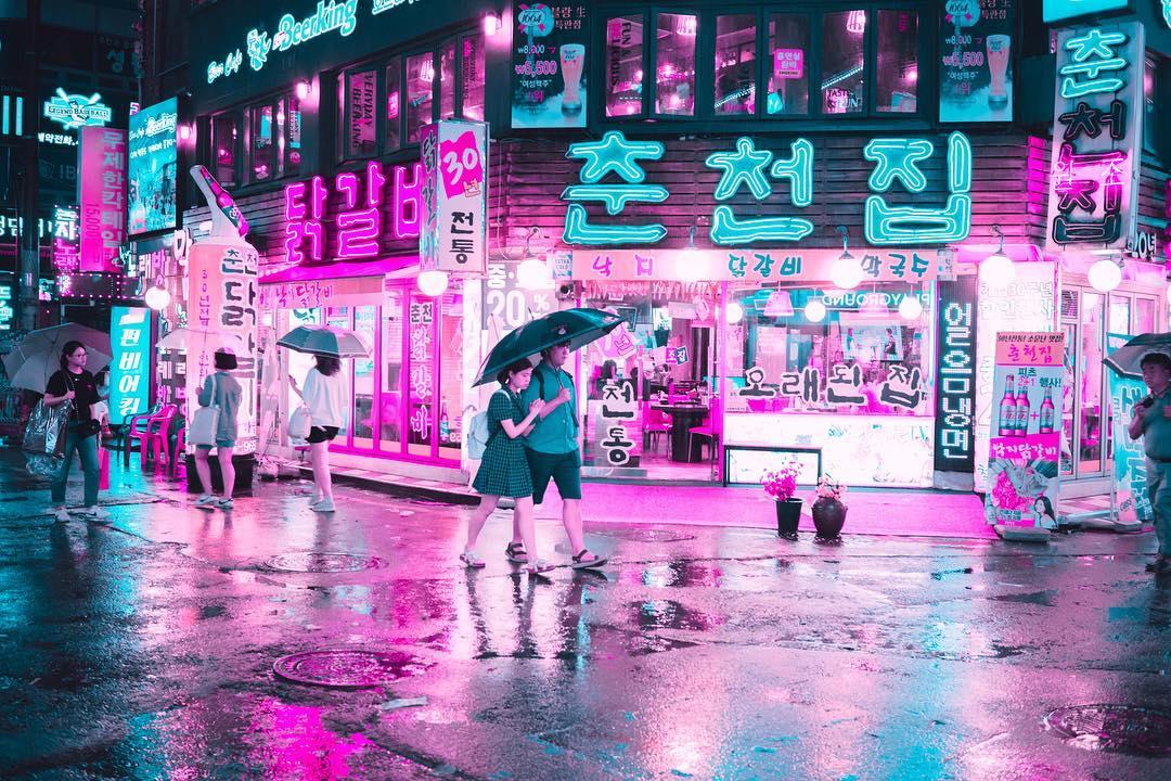 Футуристические неоновые уличные фотографии Стива Рое (25 фото)