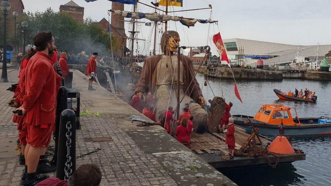 Куклы гиганты на улицах Ливерпуля (25 фото)