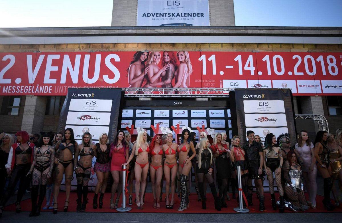 Международная выставка эротики 2018 в Берлине (40 фото)