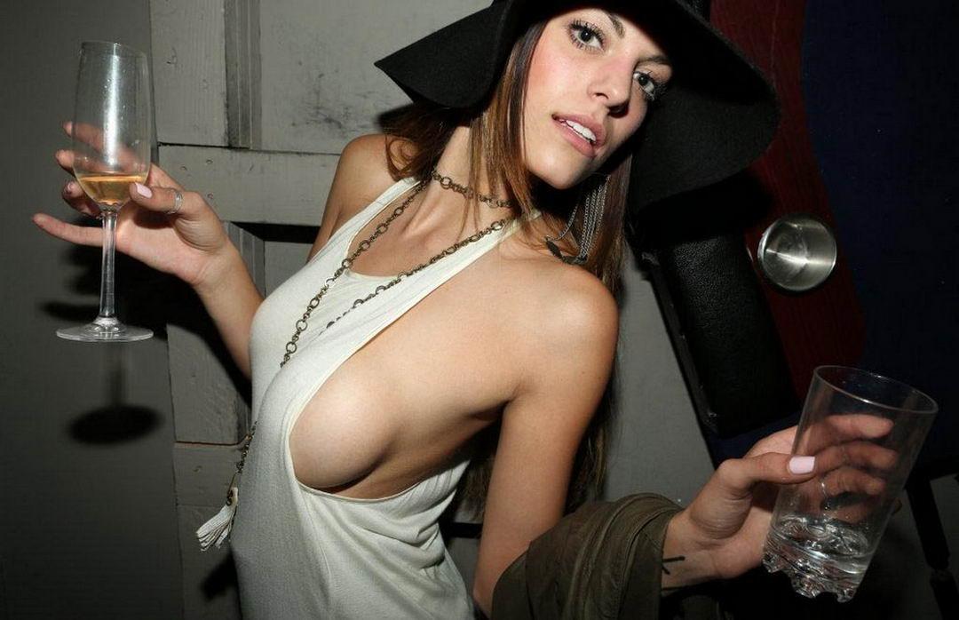 Sideboobs: грудь сбоку (40 фото)