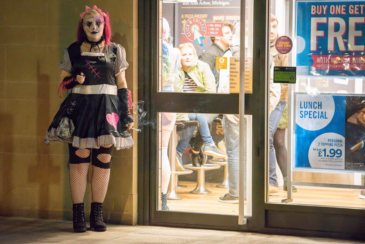Британская молодежь заранее начала отмечать Хэллоуин (40 фото)