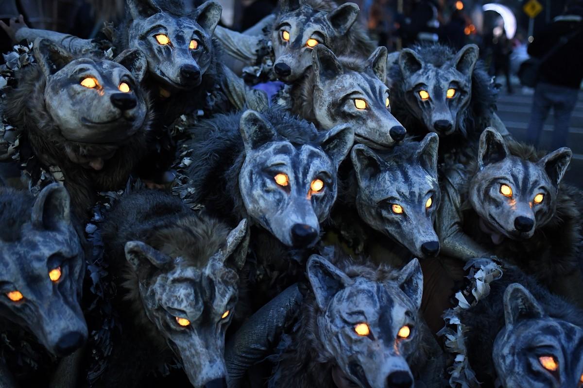 Парады на Хэллоуин по всему миру (35 фото)