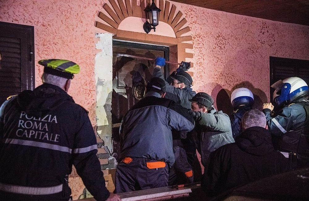 Виллы цыганской мафии в Италии (25 фото)
