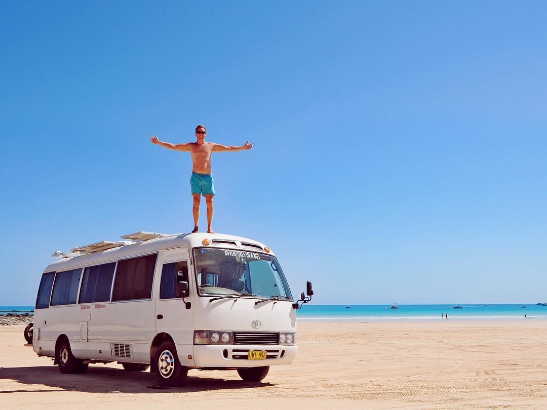 Чтобы сэкономить на арендной плате, австралийская пара переехала в дом на колесах (20 фото)