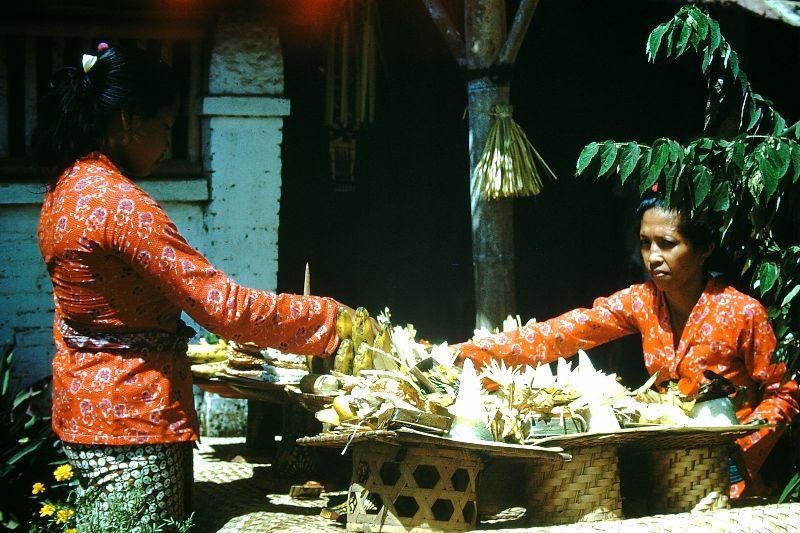 33 цветных снимка, которые показывают повседневную жизнь на Бали в начале 1950-х годов