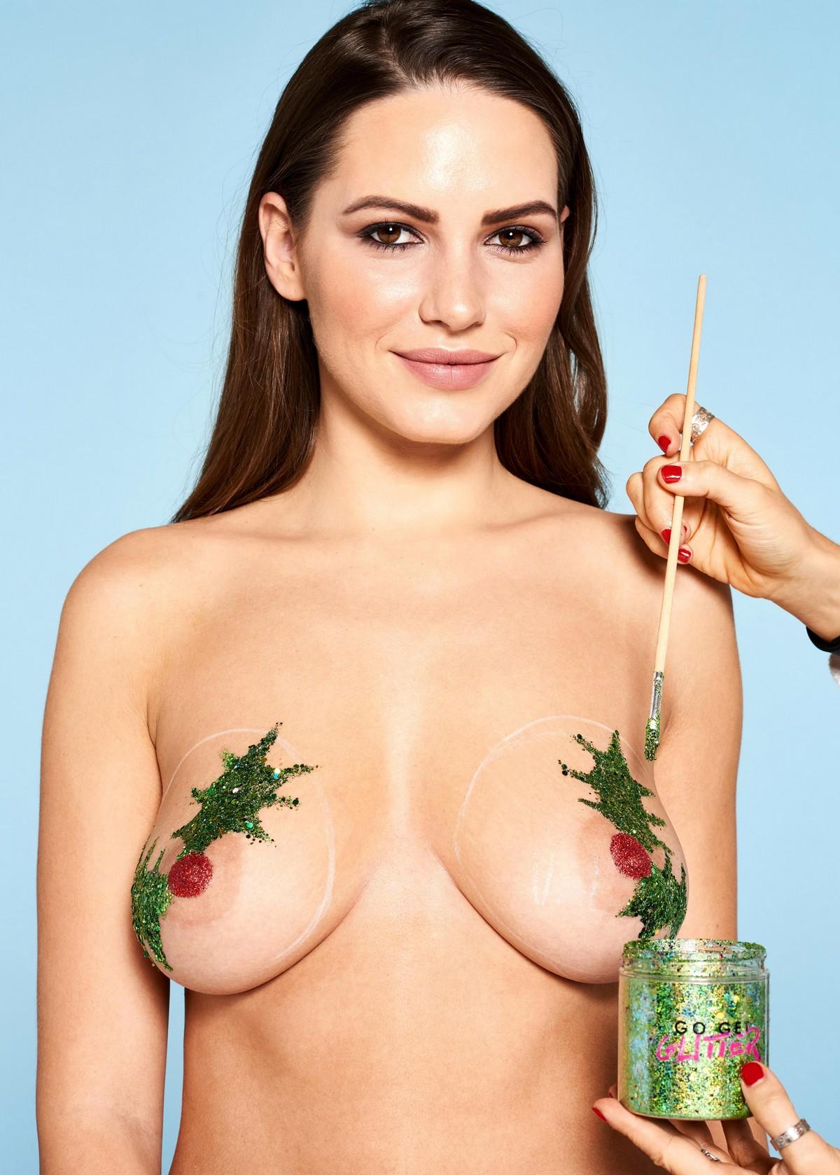 Рождественские украшения на заднице и сиськах: пошаговая инструкция в картинках
