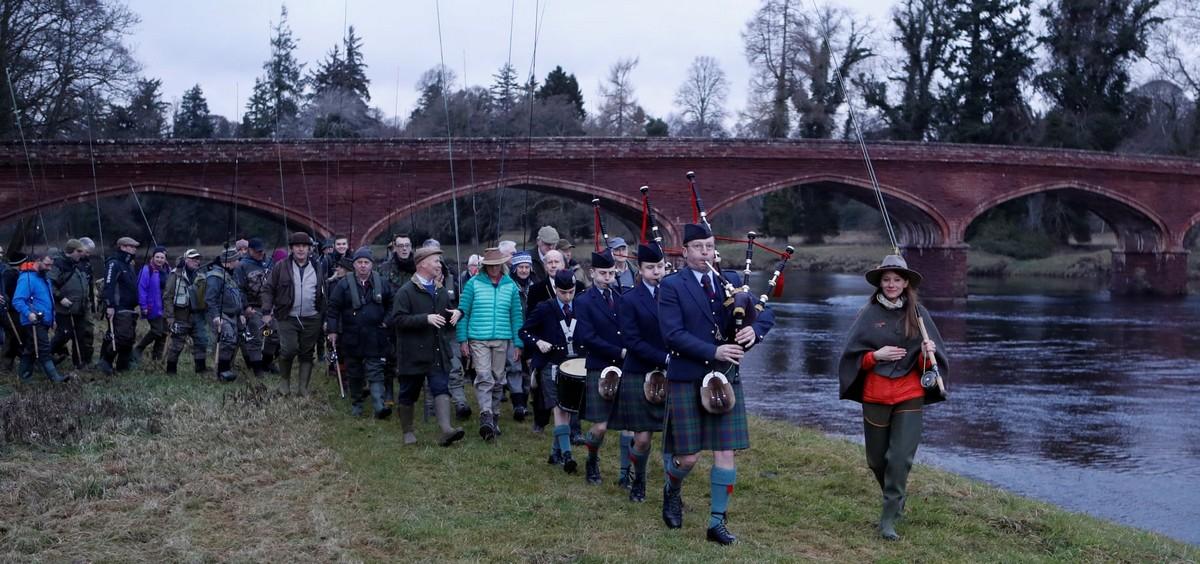 Открытие сезона ловли лосося на шотландской реке
