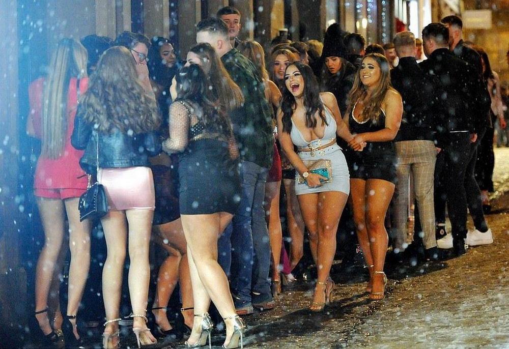Пьяные британцы продолжают куролесить на городских улицах (33 фото)