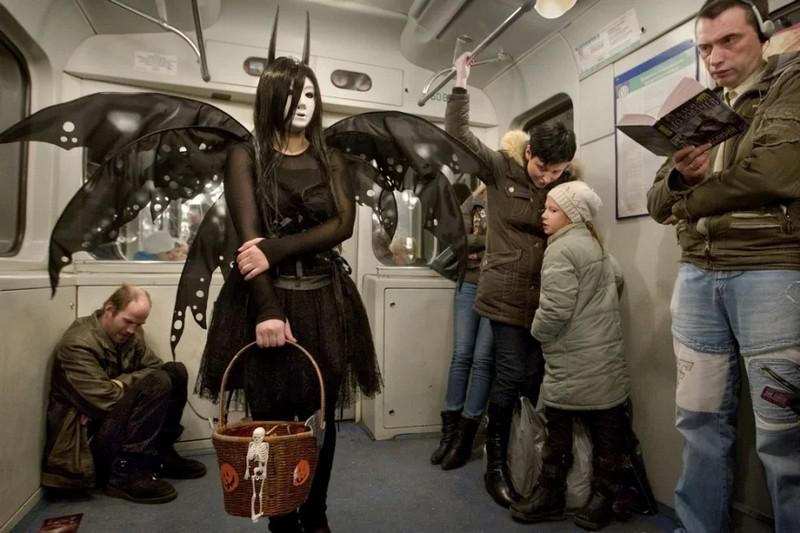 Модники и чудики из российского метрополитена - 76 (40 фото)