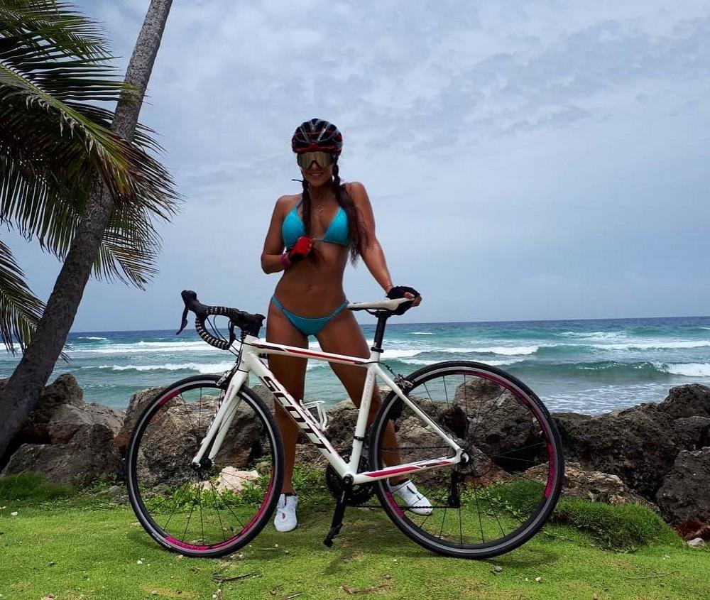Девушки на велосипедах - 4 (40 фото + гифки)
