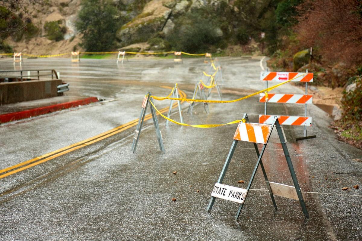 Дожди, оползни и снегопады обрушились на Калифорнию (20 фото)