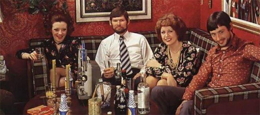 33 фотографии, которые показывают, как люди проводили вечеринки в 1970-х