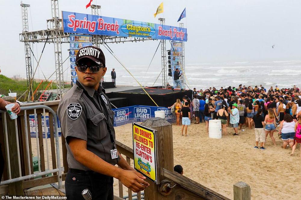 Тверкинг, пьянство и обмороки на пляже: весенние каникулы в Техасе (40 фото)