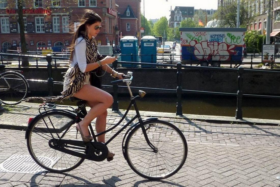 Девушки на велосипедах - 5 (40 фото + гифки)
