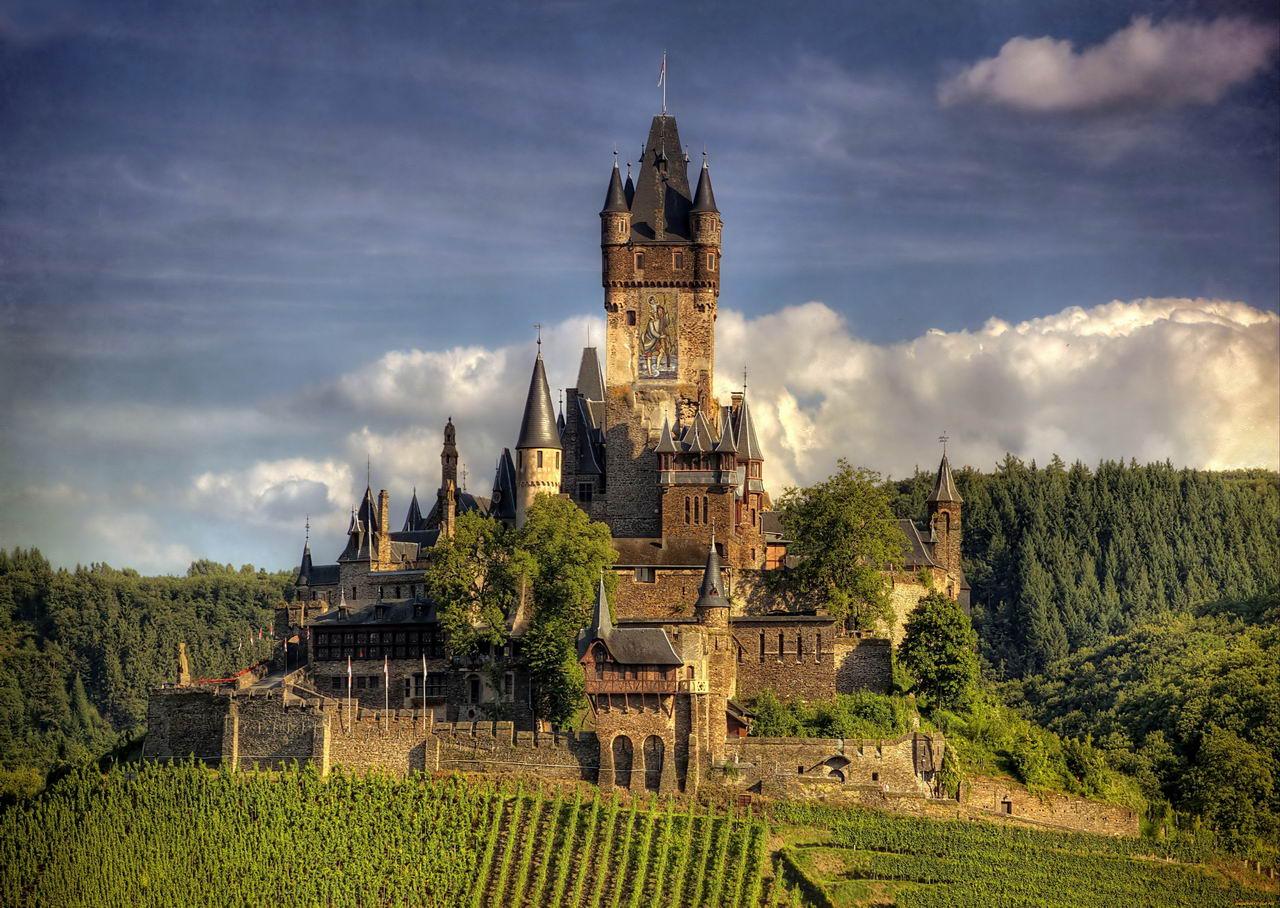 20 знаменитых замков в которых нужно побывать (20 фото)