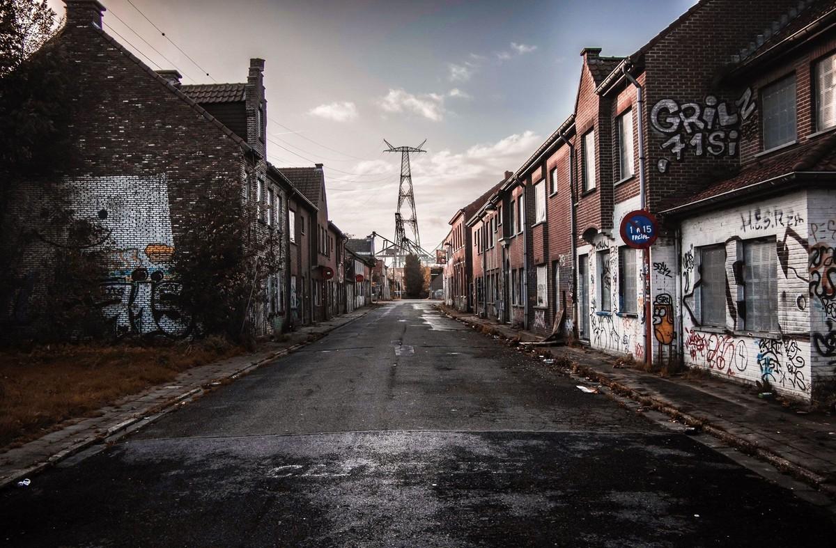 Бельгийцы выпустили книгу с фотографиями плохих дорог (25 фото)