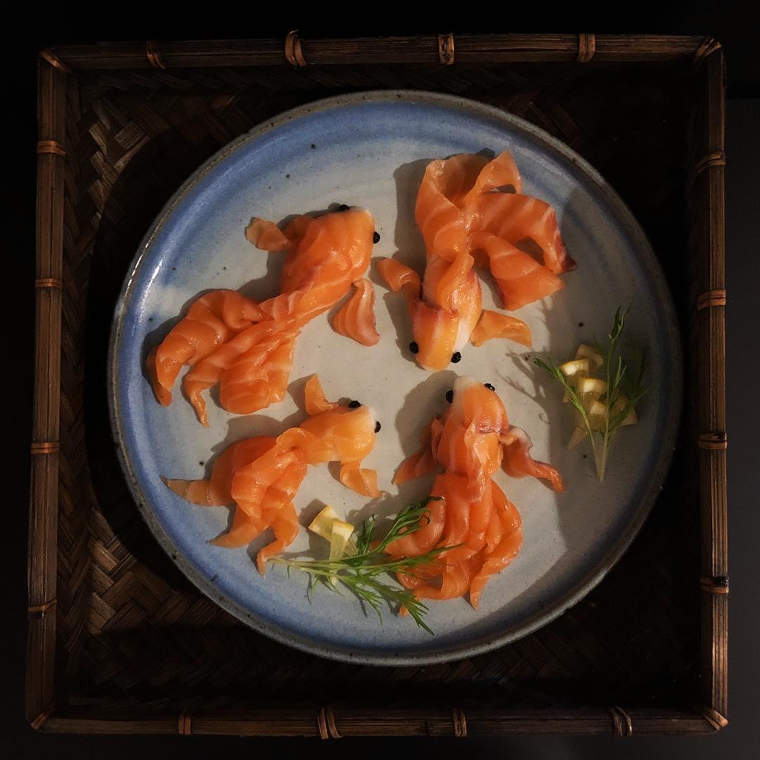 Удивительные произведения искусства из рыбы (25 фото)