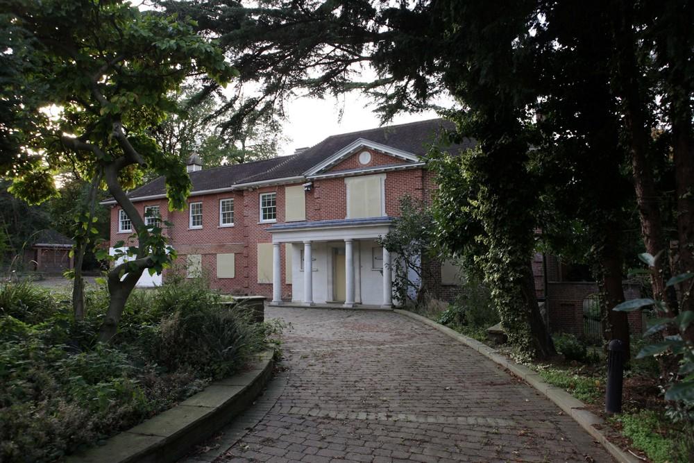 Особняки в Лондоне, стоимостью £350 млн, стоят заброшенными (фото + видео)