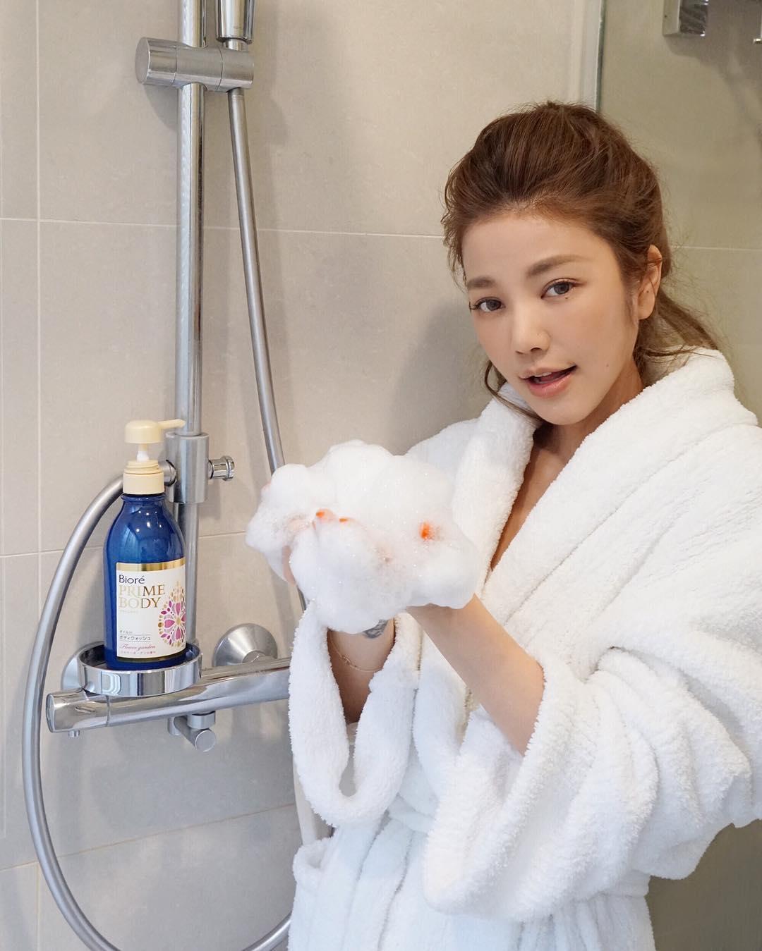 43-летняя красотка из Тайваня поставила на уши весь Интернет (20 фото)