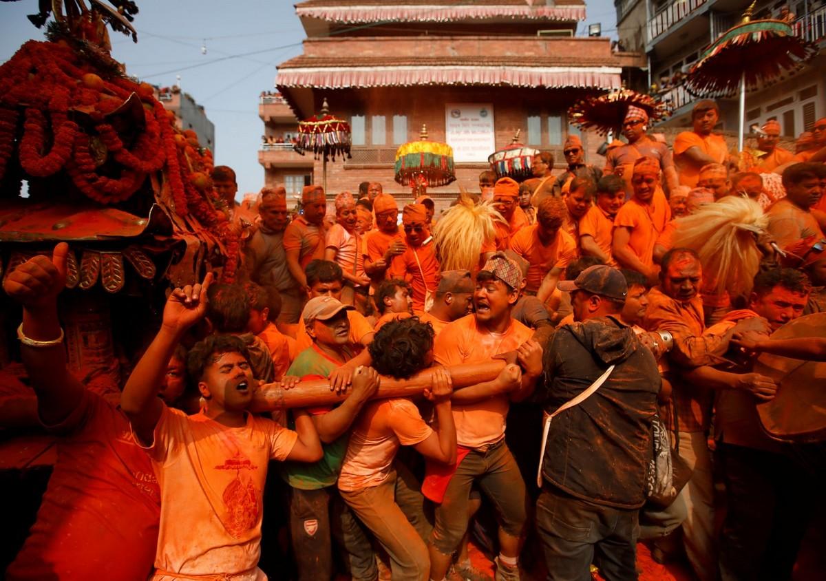 Фестиваль «Синдур Джатра» в Непале (15 фото)