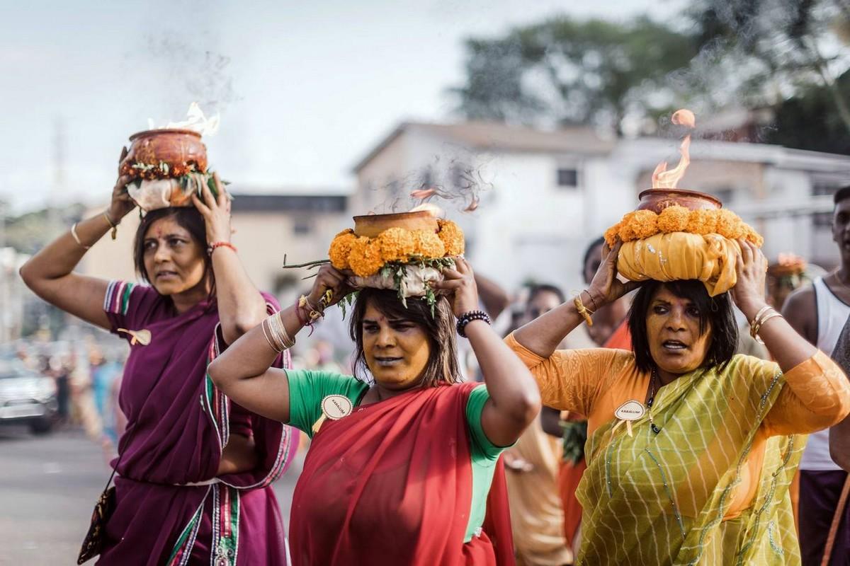 Яркий Фестиваль Мариамман в Индии