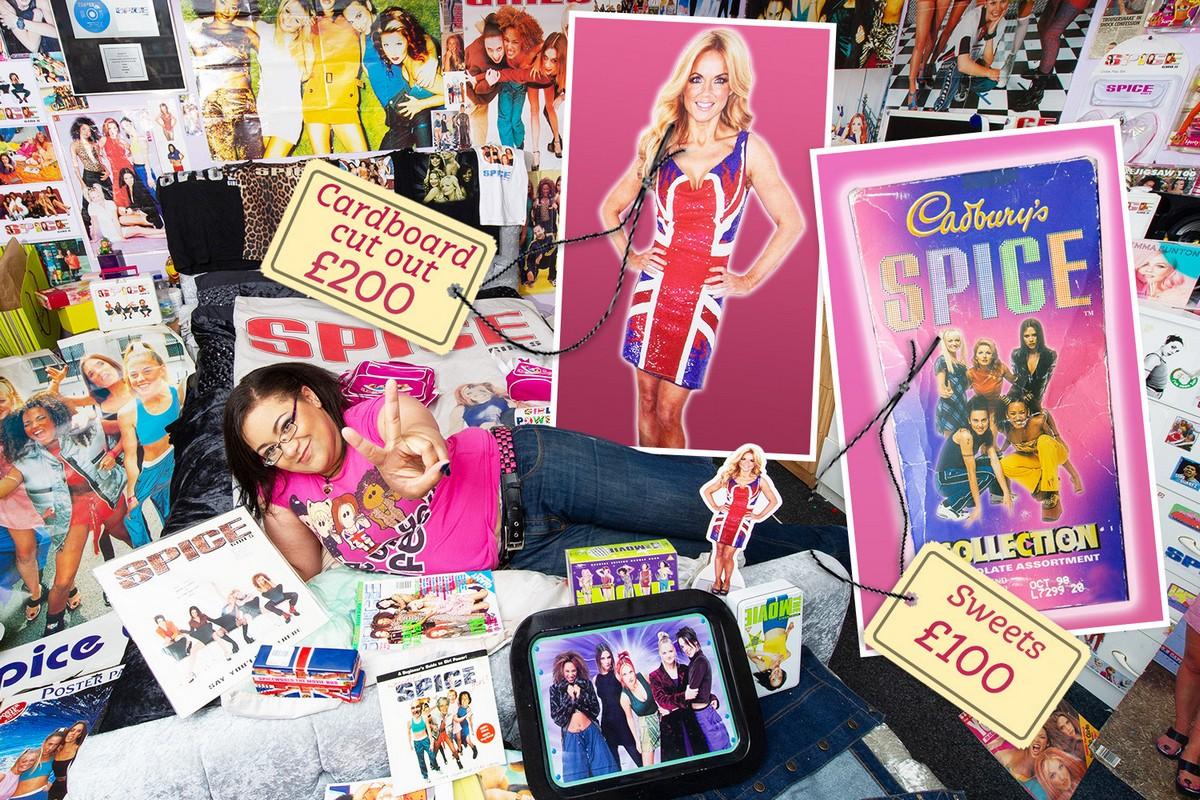 Фанатка Spice Girls потратила £6 000 на памятные вещи и даже сделала татуировки