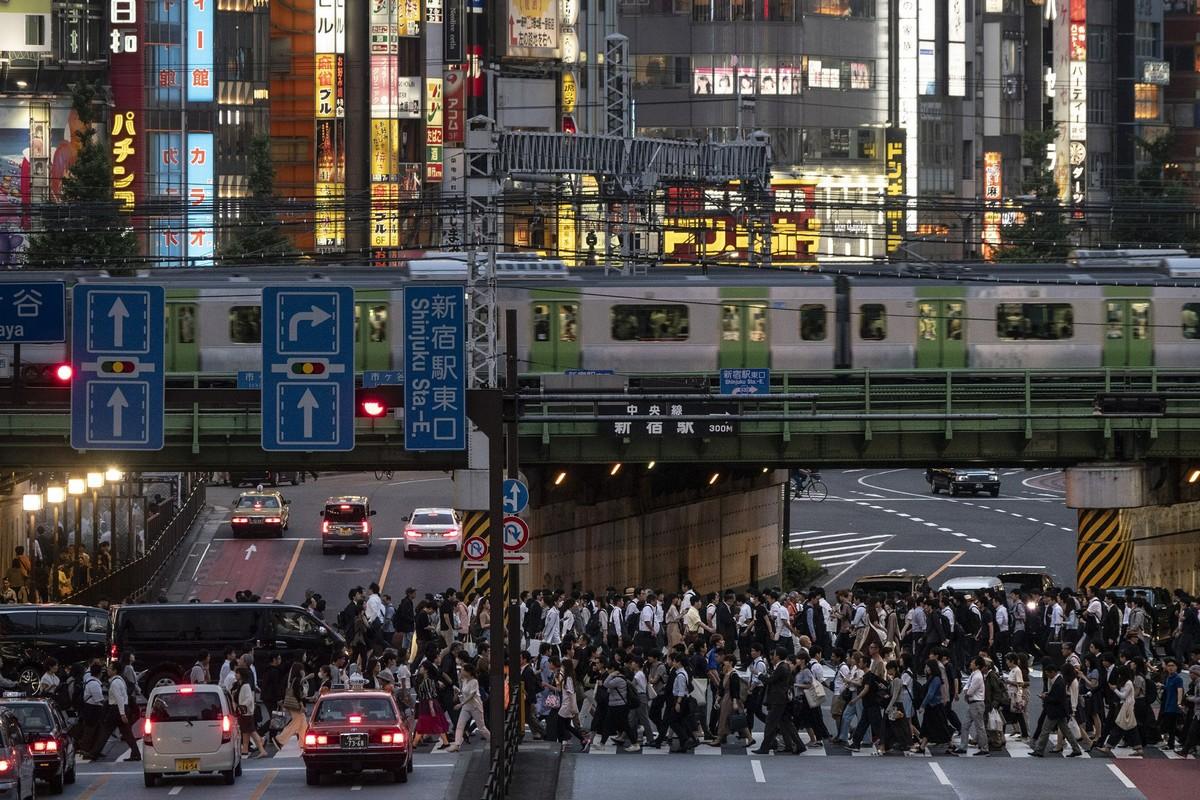 Взгляд на повседневную жизнь Токио с линии Яманотэ (20 фото)
