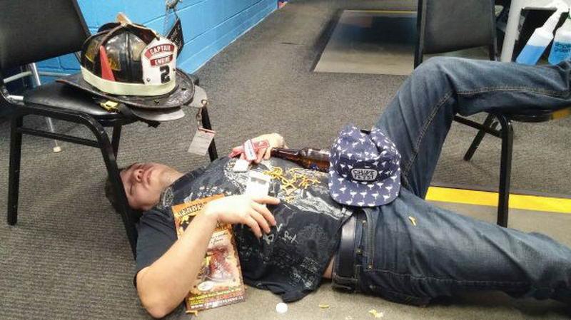 Сильно пьяные люди - 11 (35 фото)