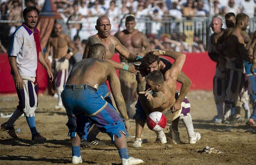 Флорентийский кальчо: экстремальная 450-летняя итальянская версия футбола