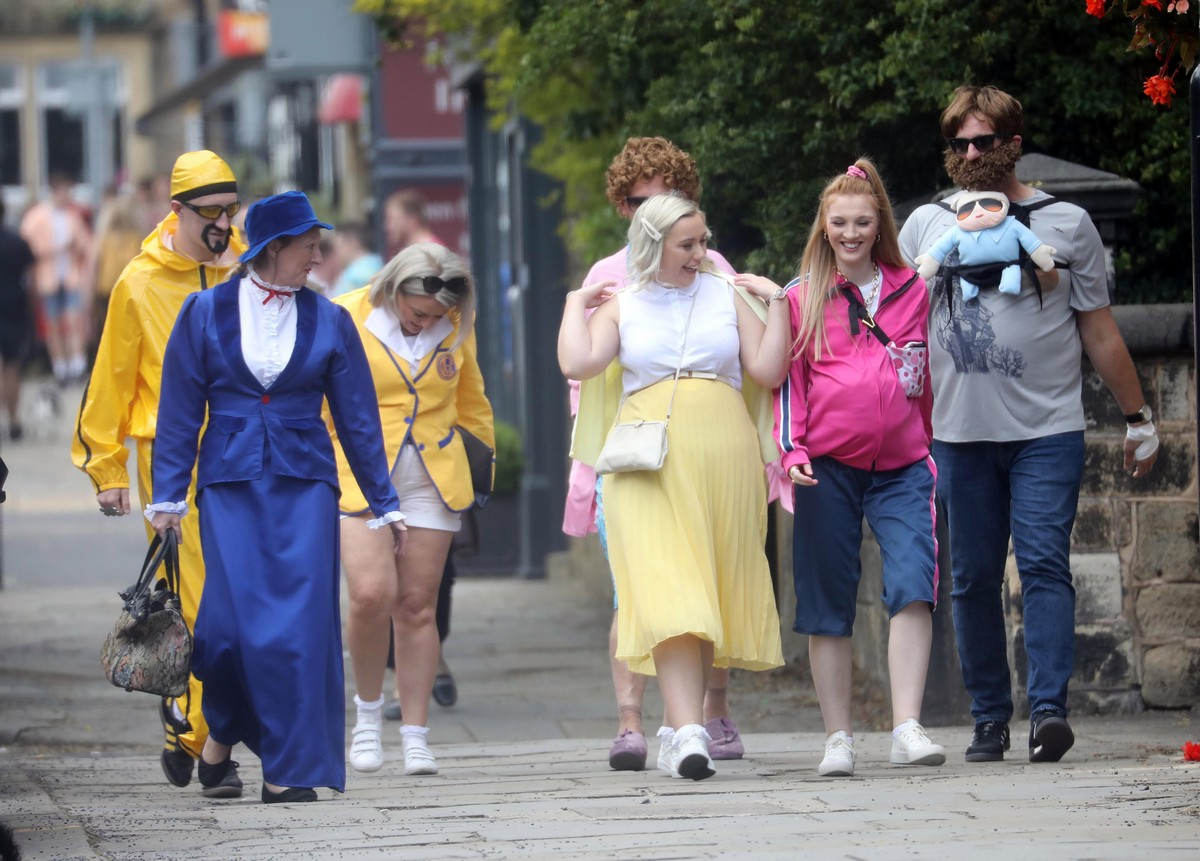 Британские студенты бурно отметили окончание университета (25 фото)