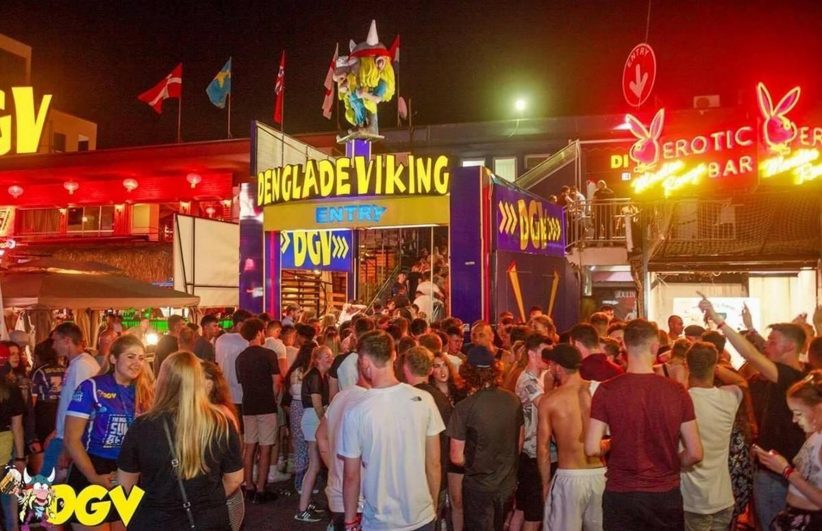 Веселые вечеринки в ночном клубе на Солнечном Берегу (50 фото)
