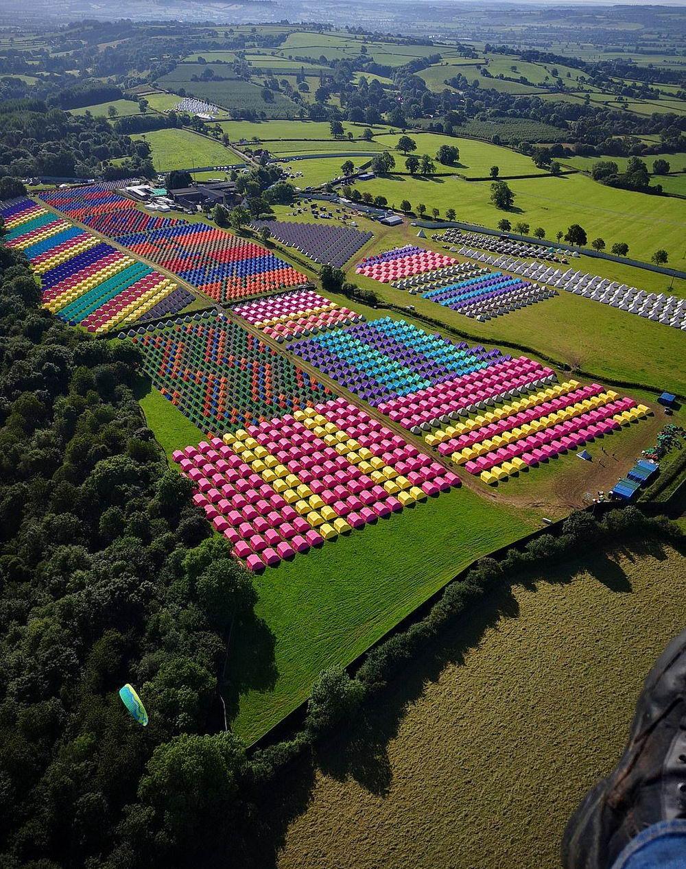 «Британский Вудсток»: Гластонберийский музыкальный фестиваль (35 фото)