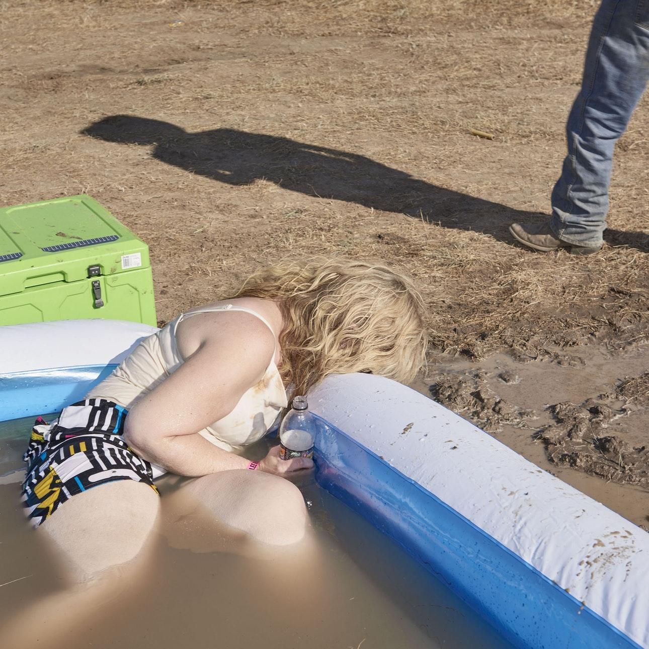 Пьяные холостяцкие вечеринки провинциальной Австралии (30 фото)