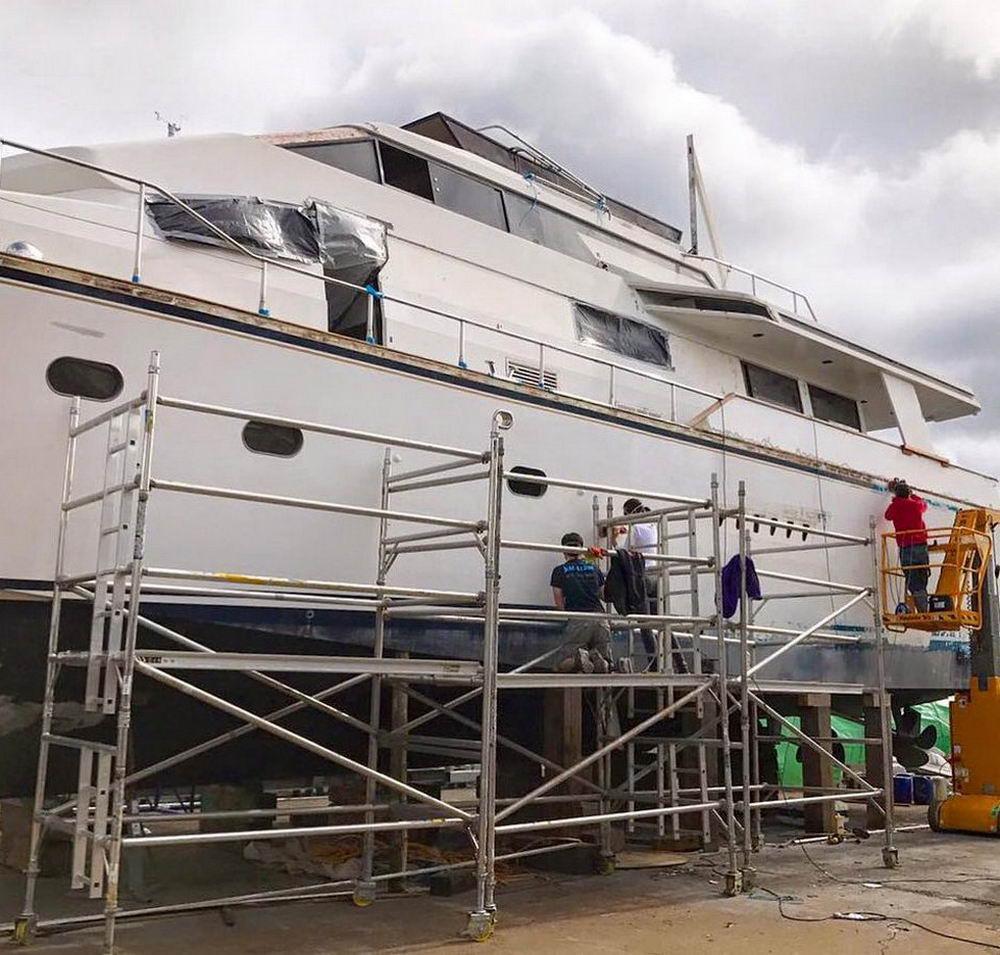 Пара купила яхту за £66 000 на полицейском аукционе и теперь планирует на ней жить