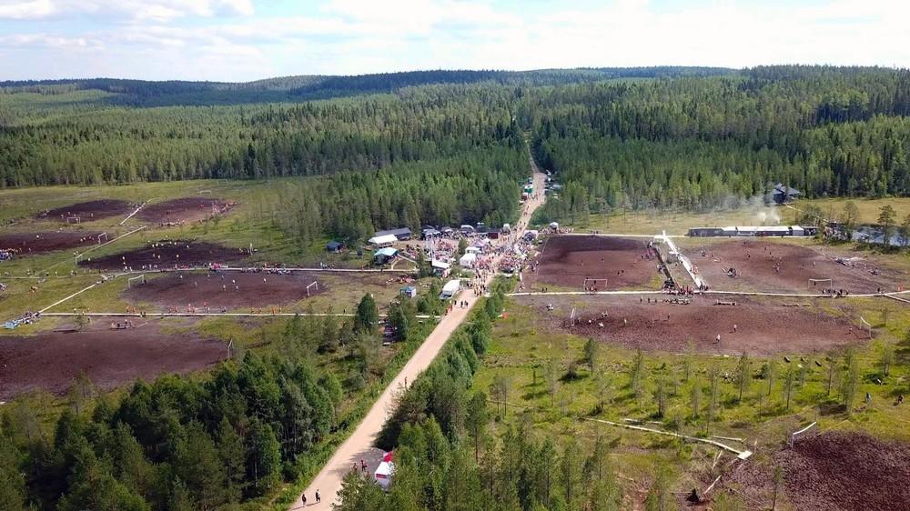 Чемпионат Мира по футболу на болоте в Финляндии (25 фото)