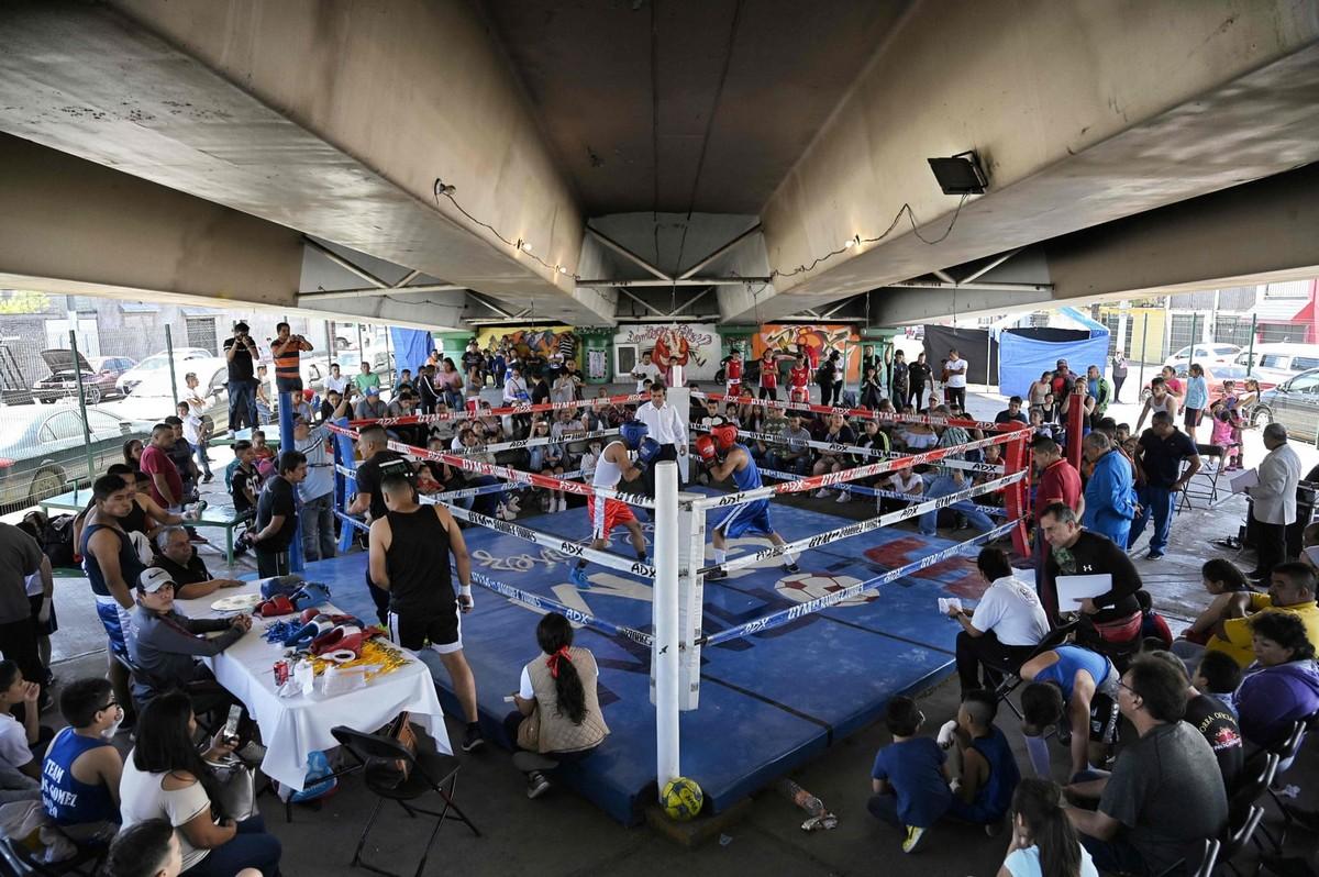 Борьба за свое будущее: бокс под мостом в Мексике