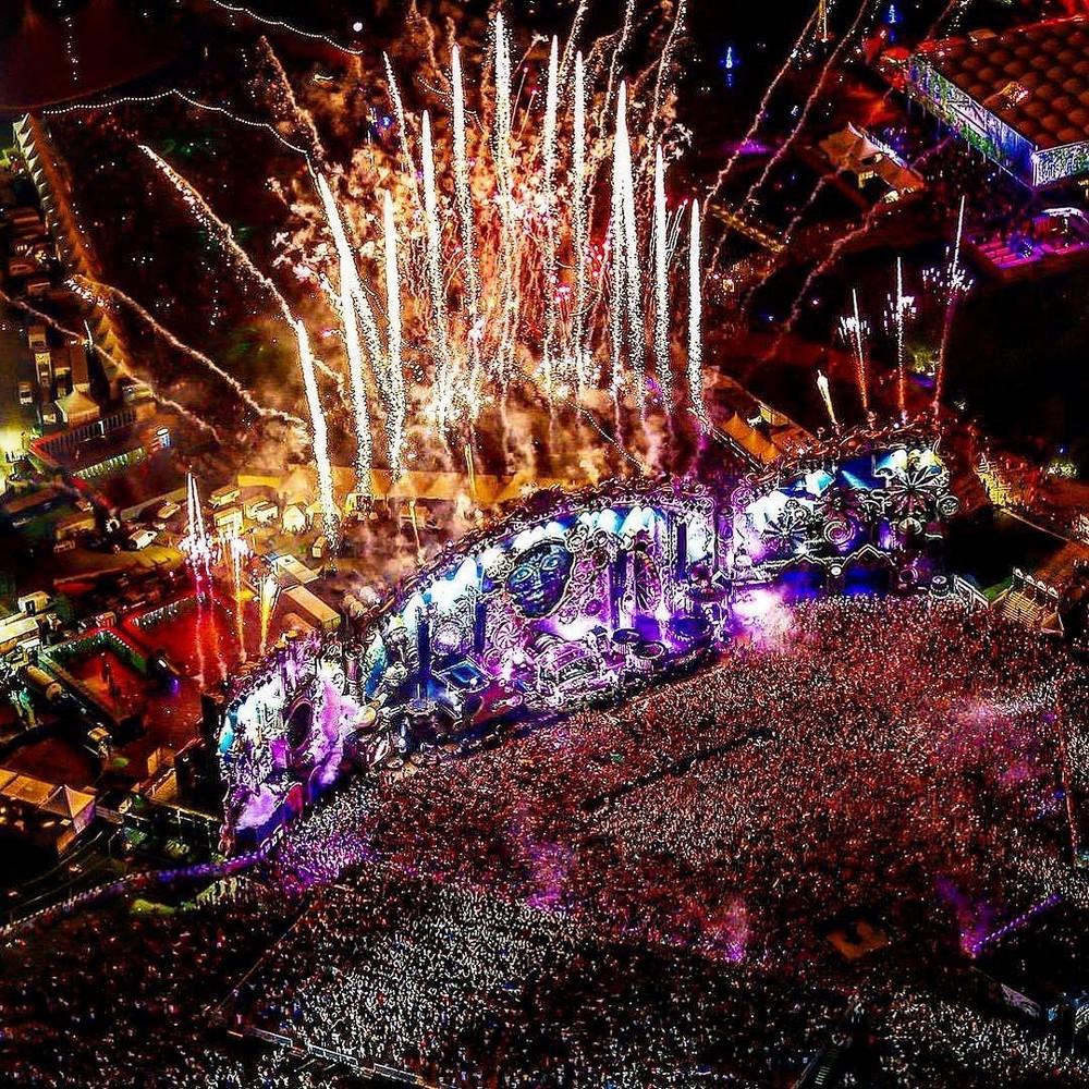 Яркие посетители фестиваля \Tomorrowland 2019\ (35 фото + видео)