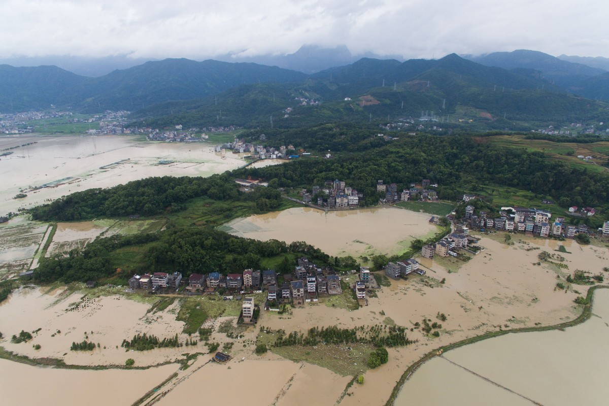 Смертоносный тайфун в Китае (25 фото)