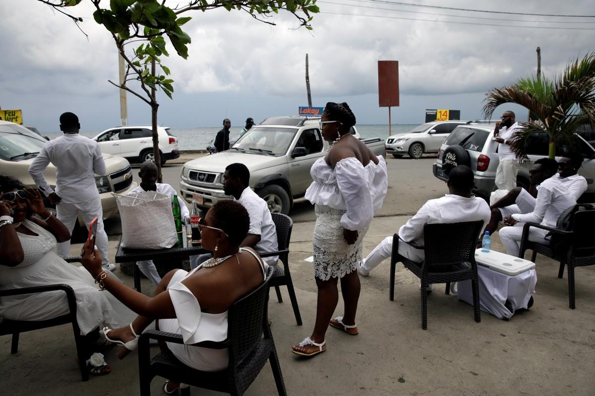 Ежегодный флешмоб - 2019 Haiti Diner en Blanc (20 фото)