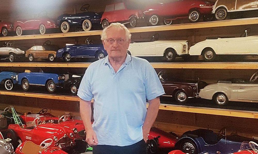 Крупнейшая коллекция копий старинных автомобилей продается за £200 000