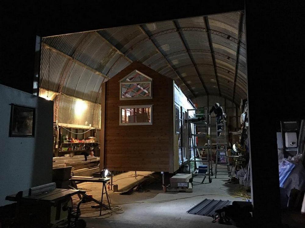 Пара переехала в крохотный домик, чтобы экономить деньги (30 фото)