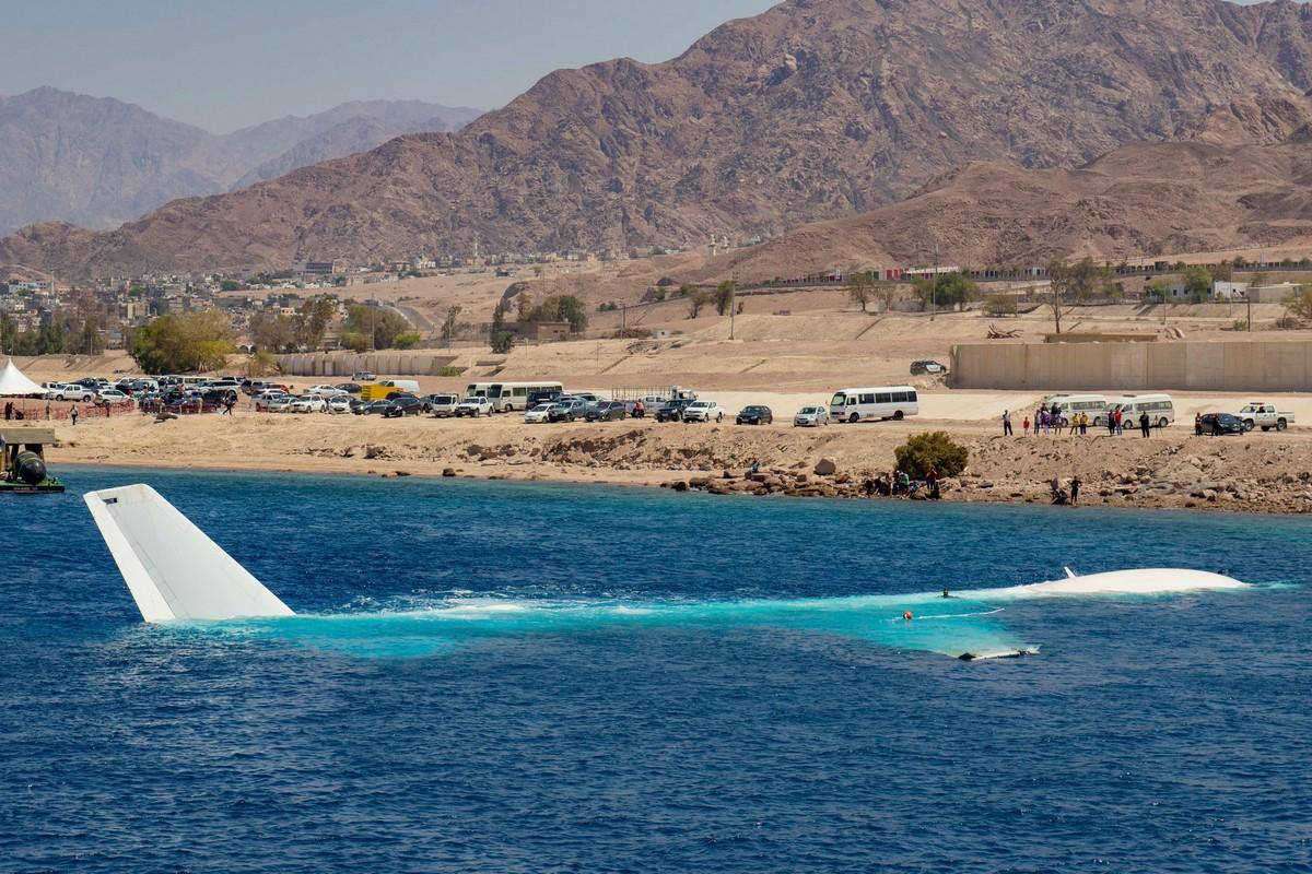 В Иордании затопили самолет, чтобы он стал искусственным рифом и развлечением для дайверов