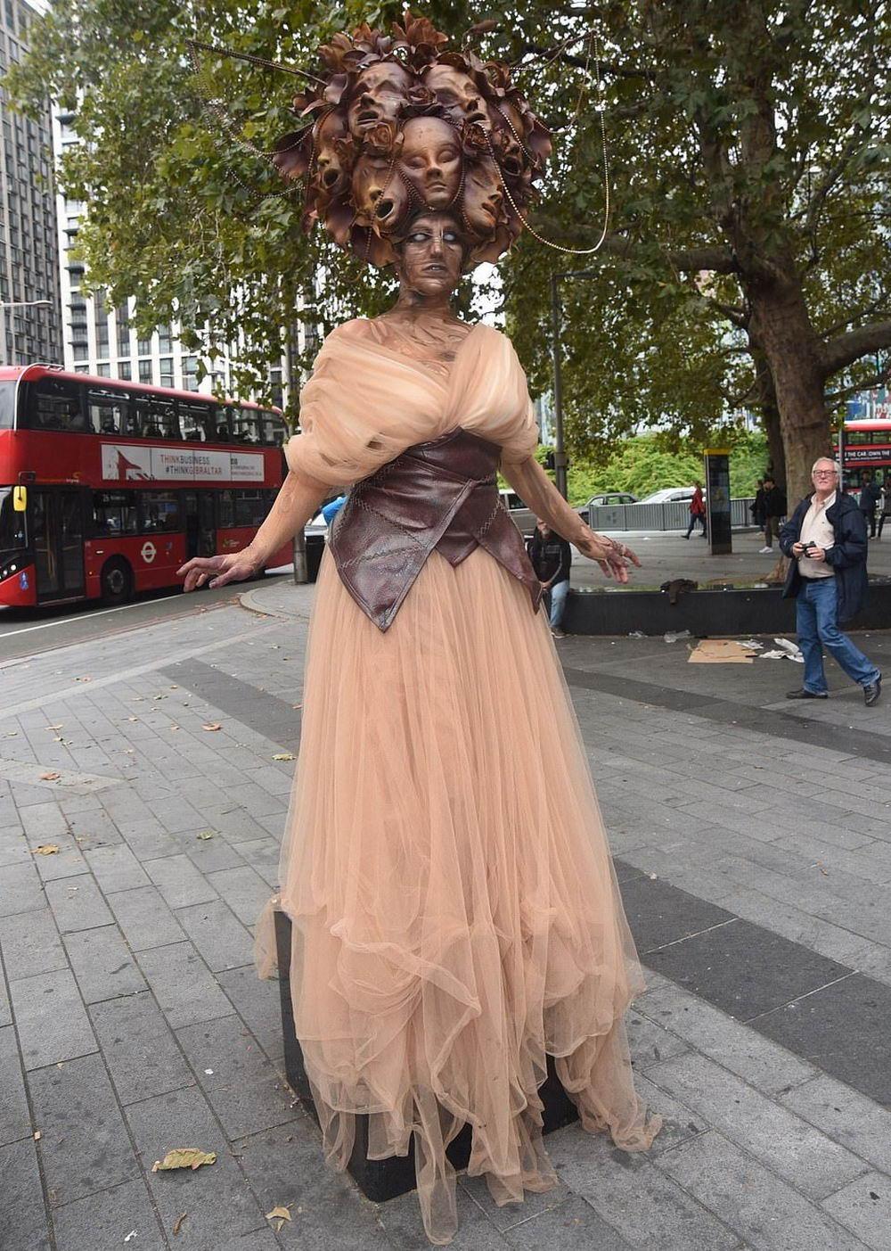 Толпы зомби в центре Лондона