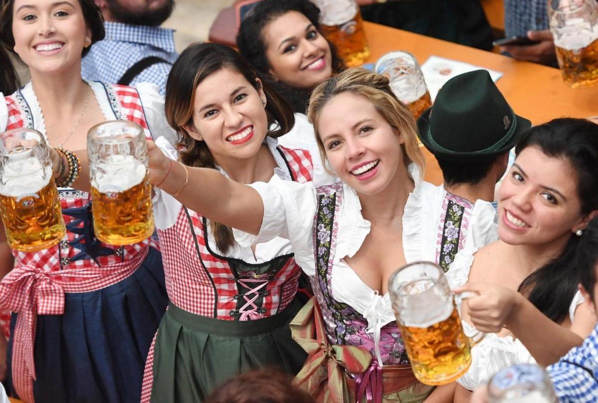 Горячие девушки фестиваля \Октоберфест\ (30 фото)