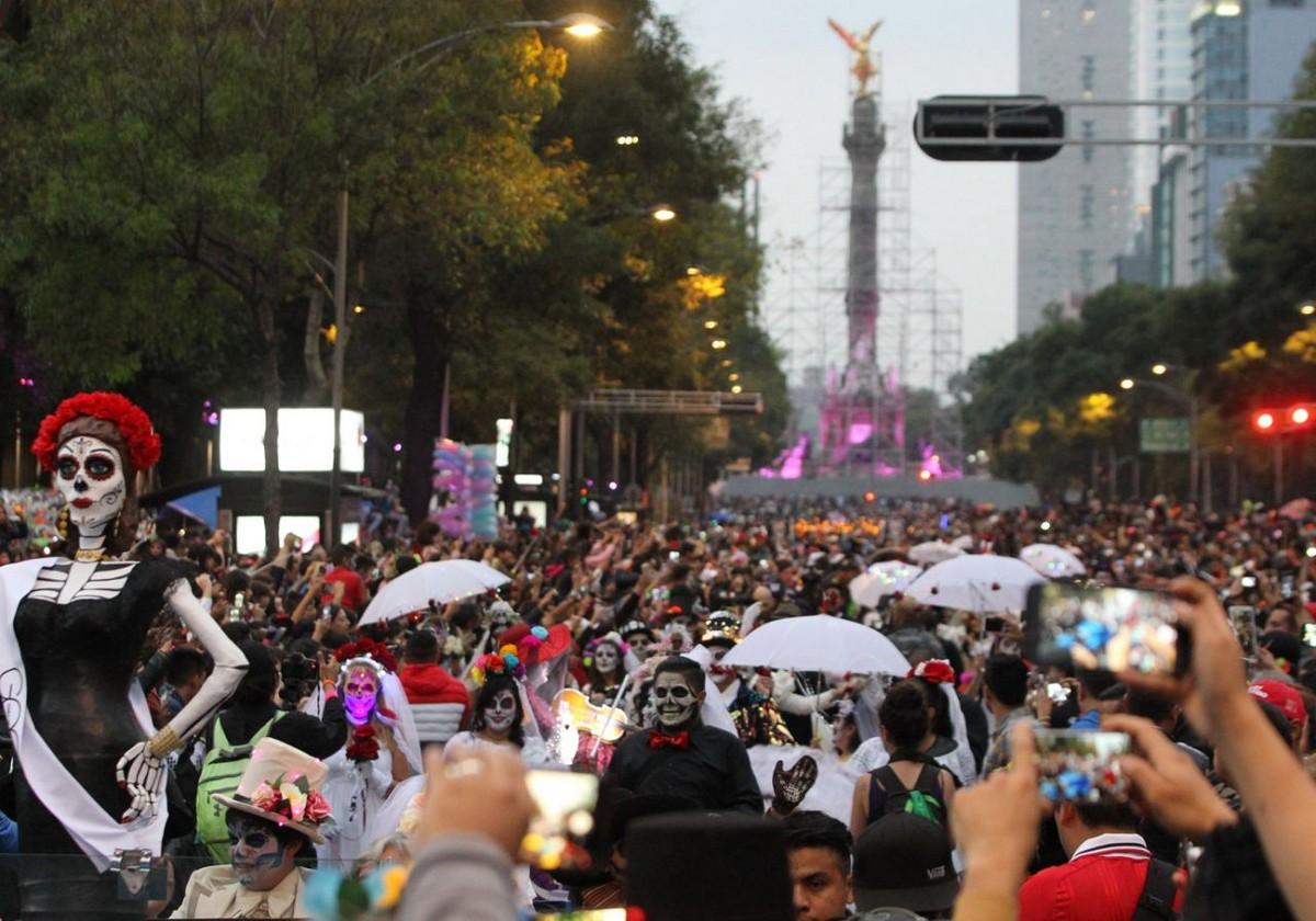 Парад ко Дню мертвых в Мехико (20 фото)